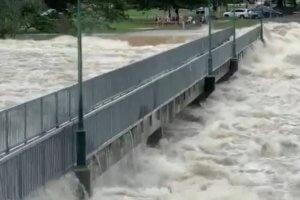 Αυστραλία: Μετά τον καύσωνα οι πλημμύρες – Κροκόδειλοι στους δρόμους! [pics, video]
