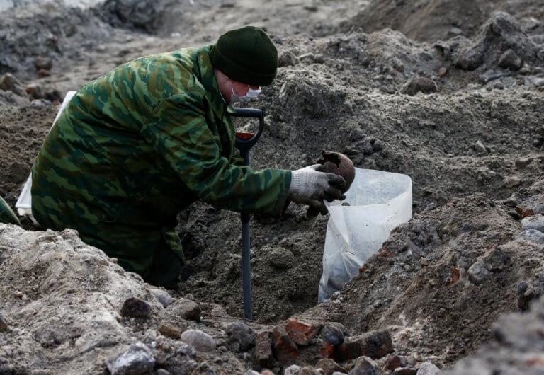 Φρίκη! Λείψανα εκατοντάδων Εβραίων ανακαλύφθηκαν σε μαζικό τάφο της Ναζιστικής περιόδου