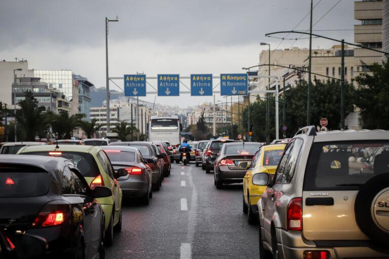 Κίνηση παντού στην Αθήνα – Μπλοκαρισμένοι κεντρικοί δρόμοι