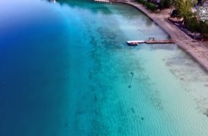 Η άγνωστη λίμνη Βουλιαγμένη – Εντυπωσιακές εικόνες από ψηλά