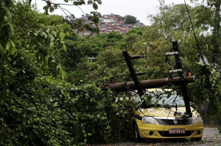 Συγκλονιστικές εικόνες από την… θεομηνία στην Βραζιλία! Τουλάχιστον 5 νεκροί από τις κατακλυσμιαίες βροχές στο Ρίο!