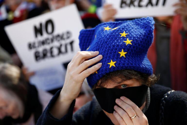 Brexit: Αποφασίστε τι θέλετε και βιαστείτε λέει το Παρίσι | Newsit.gr