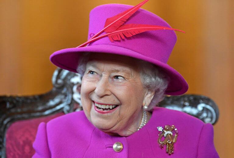 Η Βασίλισσα Ελισάβετ ψάχνει μπάτλερ αλλά δεν βάζει πολύ το χέρι στην τσέπη