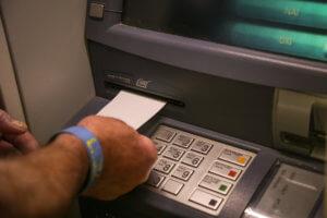 """""""Όχι"""" λένε οι τράπεζες σε πλήρη κατάργηση των capital controls"""