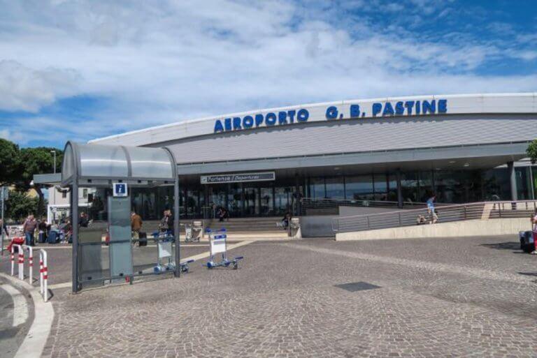 Έκλεισε λόγω φωτιάς το αεροδρόμιο Τσιαμπίνο της Ρώμης | Newsit.gr