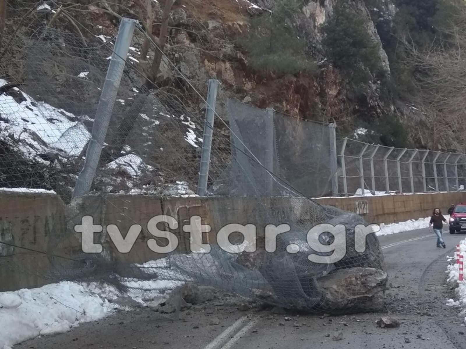 Βράχοι έπεσαν την Εθνική Οδό Χαλκίδας – Αιδηψού! – video
