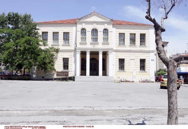 Βέροια: Πυροβολισμοί στο δικαστικό μέγαρο – Σφαίρα καρφώθηκε στην οροφή εισαγγελικού γραφείου! | Newsit.gr
