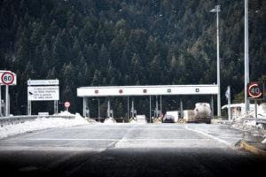 Φθιώτιδα: Οργή για τα διόδια – Η ταλαιπωρία των οδηγών και τα παράπονα στην εθνική οδό!