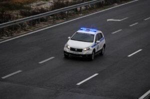 Νέα καταδίωξη στην Εγνατία – Έχασε τον έλεγχο και καρφώθηκε σε δέντρο – Δύο τραυματίες