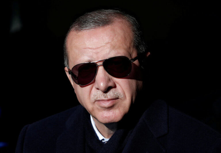 Δικαστήριο επέβαλε σε 75χρονο να… διαβάσει 24 βιβλία για τον Ερντογάν! | Newsit.gr