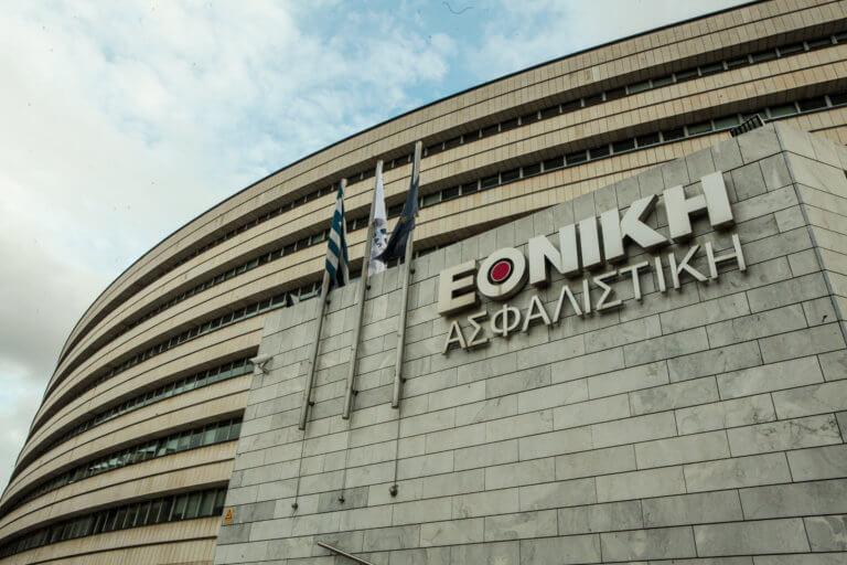Επίθεση με βαριοπούλες στο κτίριο της Εθνικής Ασφαλιστικής στη λεωφόρο Συγγρού [pics] | Newsit.gr