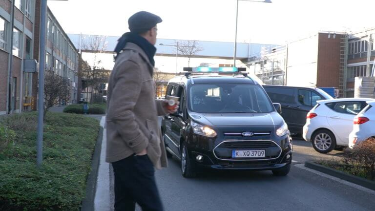 Ford: Επικοινωνία πεζών με αυτόνομα οχήματα μέσω οπτικών σημάτων [vid] | Newsit.gr