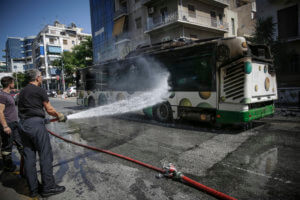 Λεωφορείο έπιασε φωτιά εν κινήσει στην λεωφόρο Μεσογείων!
