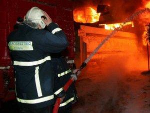 Ταραχή μέσα στη νύχτα από φωτιά σε πολυκατοικία στις Σέρρες