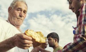 Συγκίνηση για τον θάνατο του «φούρναρη της Κω» που βοηθούσε πρόσφυγες