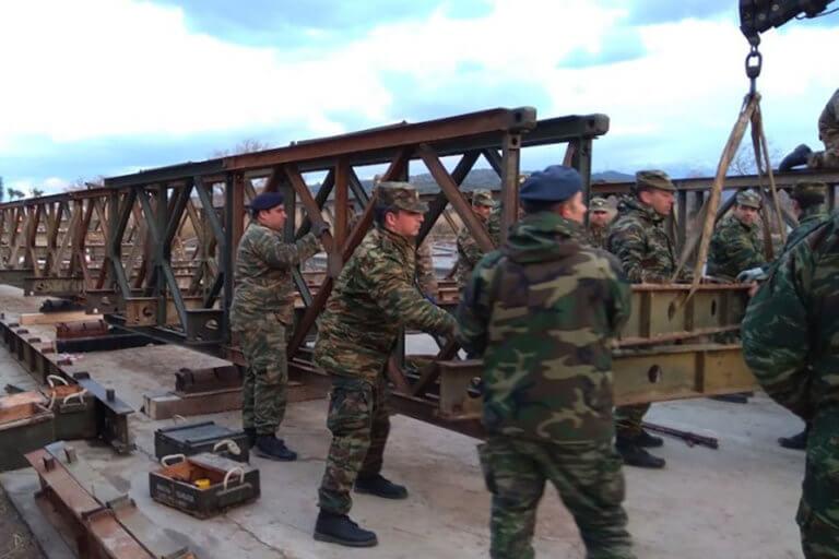 Χανιά: Με γοργούς ρυθμούς η συναρμολόγηση της γέφυρας στον Πλατανιά! – video | Newsit.gr