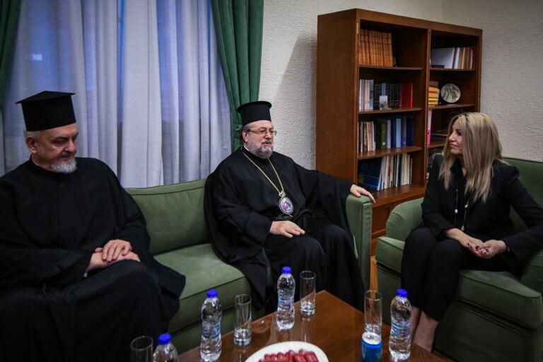 Γεννηματά: Το ΚΙΝΑΛ θα προστατεύσει τα δικαιώματα των κληρικών [pics] | Newsit.gr