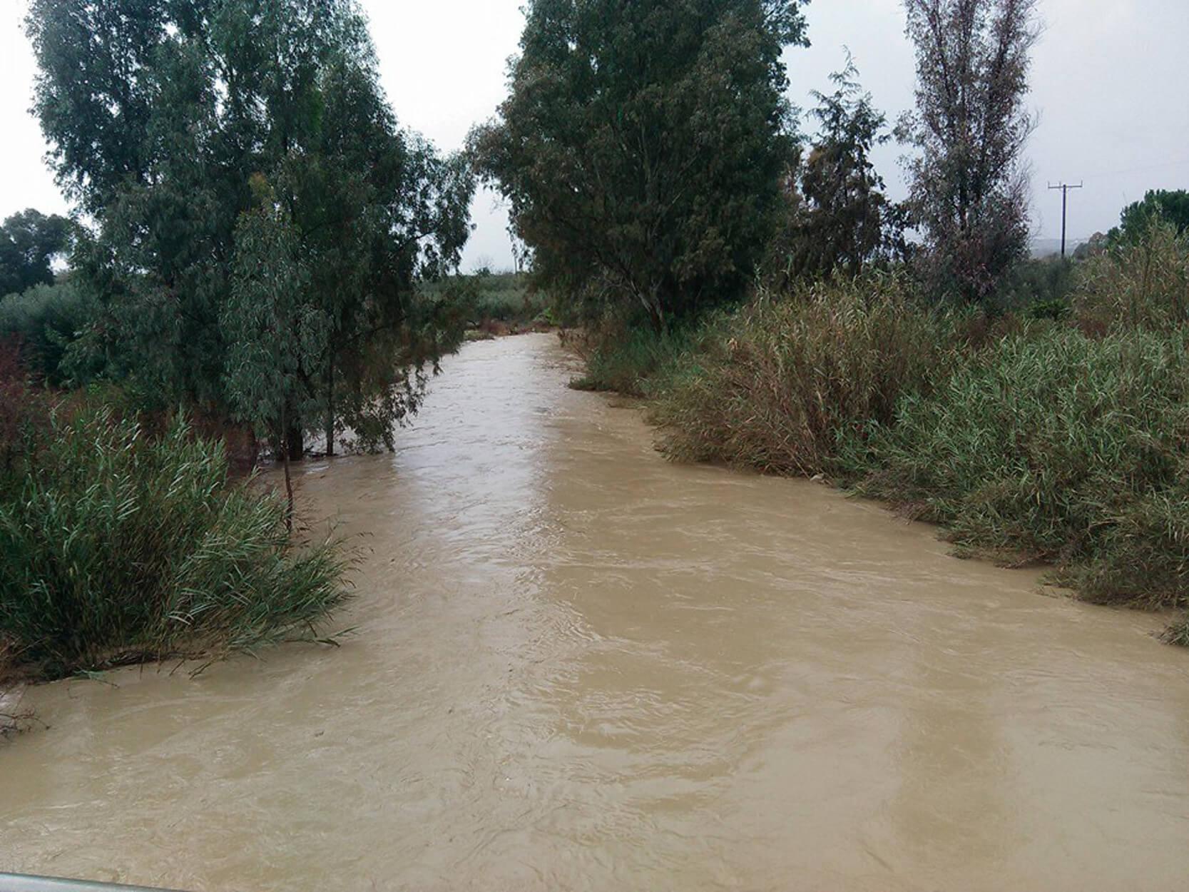 """Κρήτη: """"Θρίλερ"""" στην Μεσσαρά – Ποτάμι παρέσυρε ζευγάρι"""