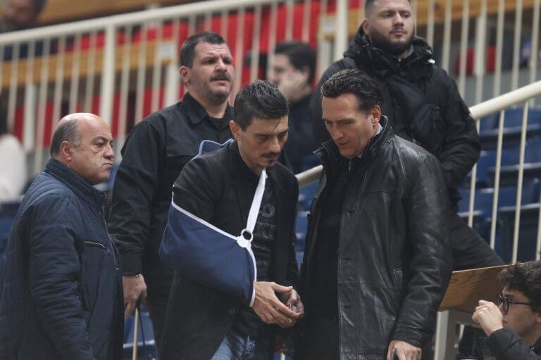 Παναθηναϊκός – Ολυμπιακός: Με δεμένο χέρι στο ΟΑΚΑ ο Γιαννακόπουλος! [pics]