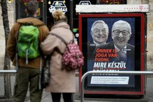 Ουγγαρία: Ακτιβιστές κατέστρεψαν τις αφίσες Όρμπαν για Γιούνκερ και Σόρος