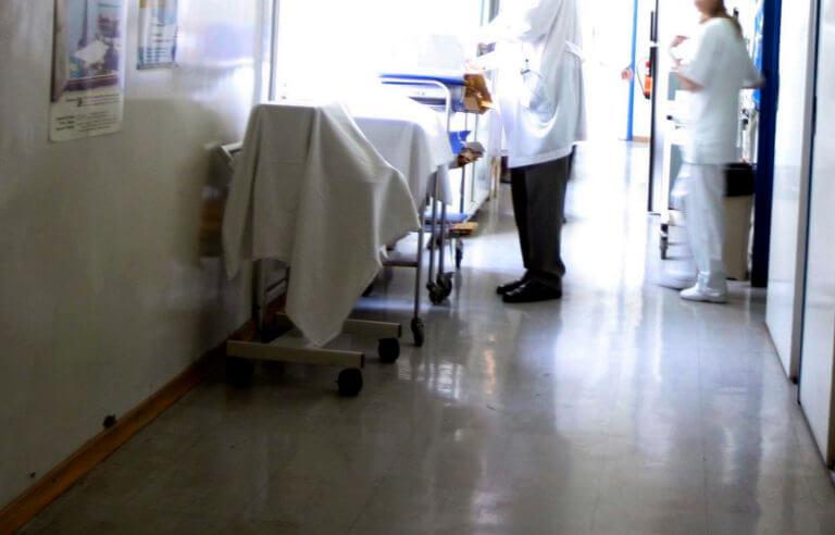 """Ανοχύρωτοι στη γρίπη! """"Κανείς δε φοράει μάσκα στο νοσοκομείο"""" – """"Εμβόλια ούτε για δείγμα""""!"""