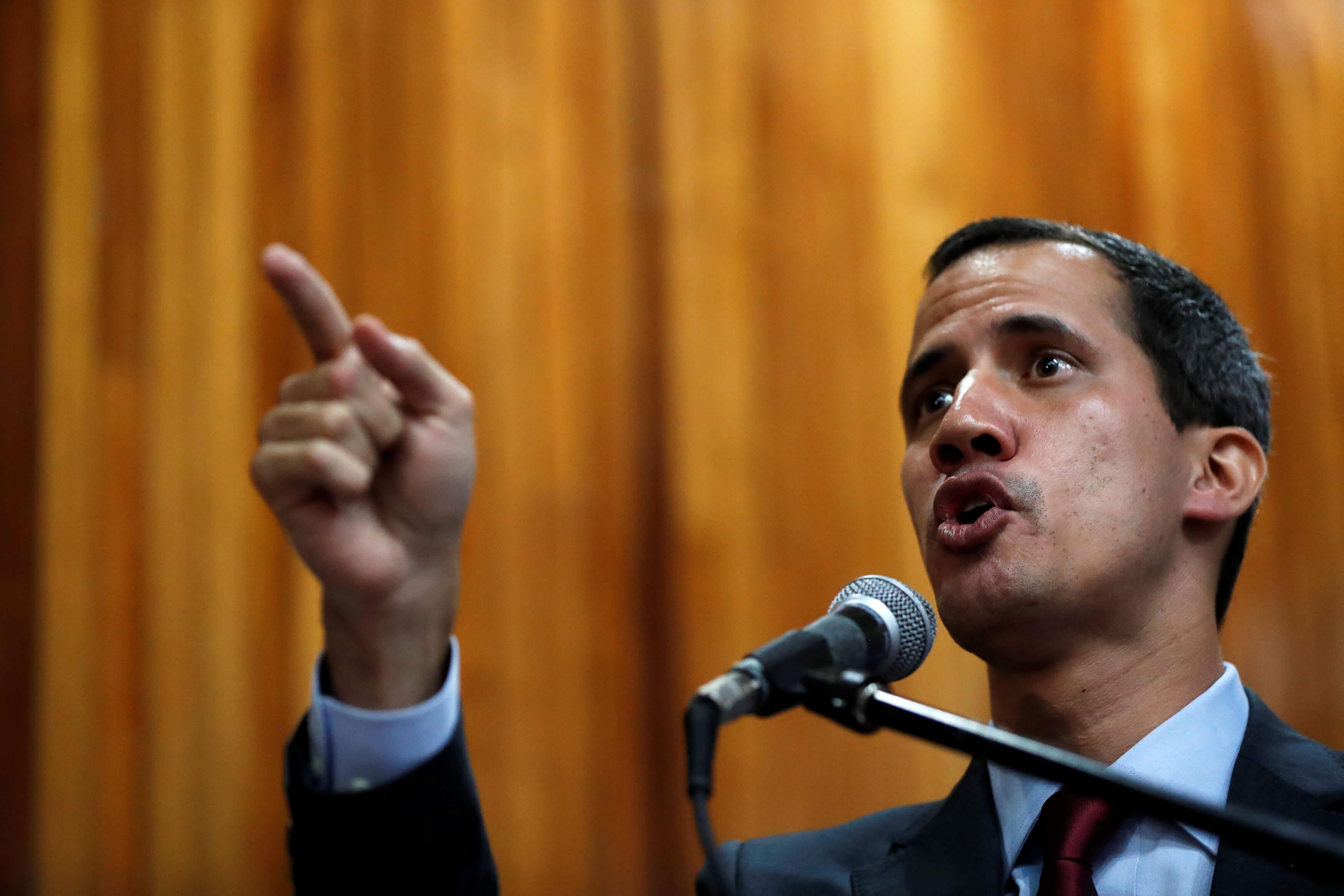 Βενεζουέλα: Δεν αποκλείει στρατιωτική επέμβαση των ΗΠΑ ο Γκουαϊδό