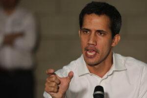 Βενεζουέλα: Έτοιμος να γυρίσει στο Καράκας ο Γκουαϊδό παρά τον κίνδυνο σύλληψής του