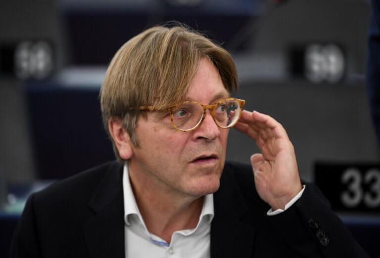 "Brexit: ""Απειλεί"" με… γκιλοτίνες ο Φερχόφστατ!"