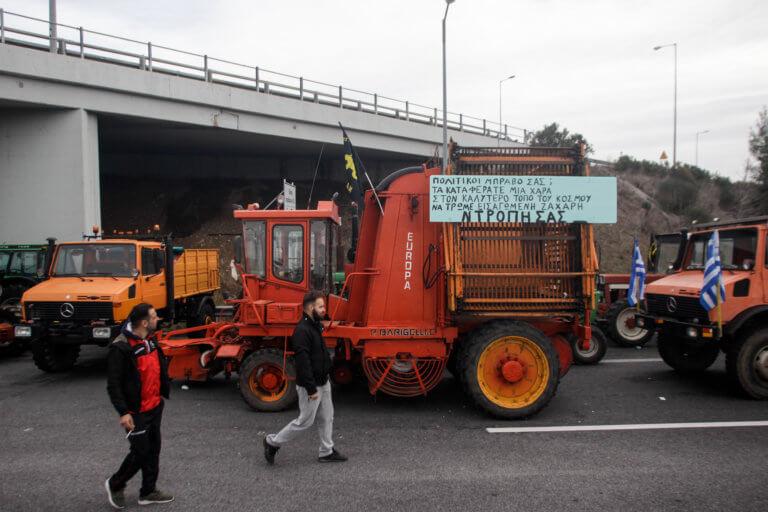 Αποκλεισμό του κόμβου στον Πλατύκαμπο αποφάσισαν οι αγρότες του μπλόκου της Νίκαιας