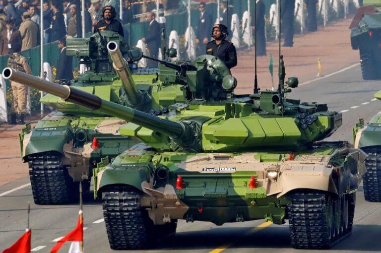 Ινδία εναντίον Πακιστάν: Ποιος στρατός θα κέρδιζε στο πεδίο της μάχης; [pics]