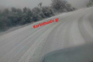 Κορινθία: Έντονη χιονόπτωση στην Καστανιά – video
