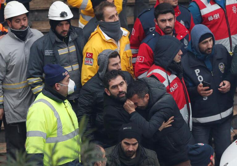 Κωνσταντινούπολη: Στους 17 οι νεκροί από την κατάρρευση πολυκατοικίας | Newsit.gr