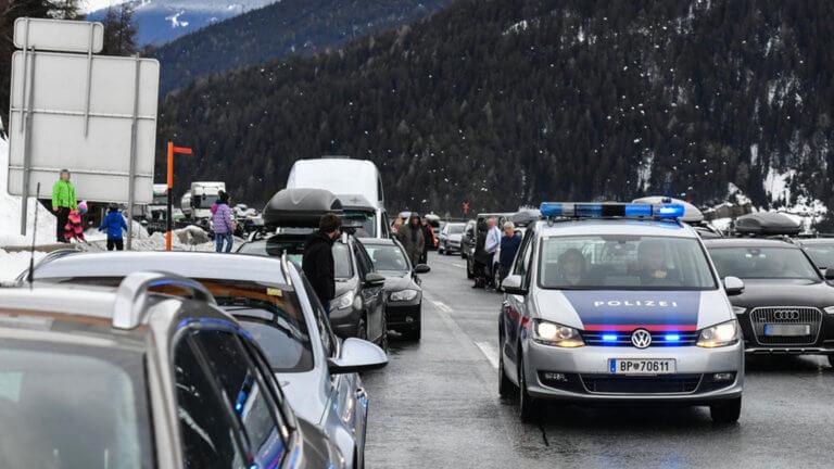 Ιταλία: Μποτιλιάρισμα… που φαίνεται από το διάστημα – Το χιόνι προκάλεσε ουρές 16 χιλιομέτρων! | Newsit.gr