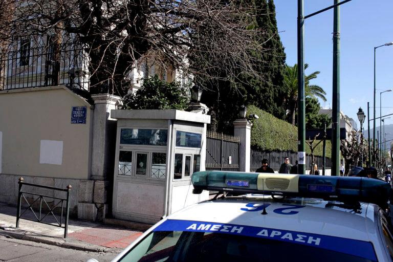 Επίθεση αντιεξουσιαστών με μπογιές στην Ιταλική πρεσβεία | Newsit.gr