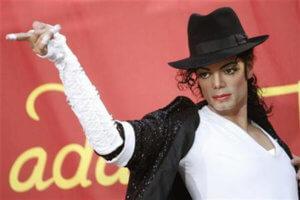 Michael Jackson… για πάντα! Εμπορικό κέντρο αποφάσισε να μην απομακρύνει τελικά το ομοίωμά του