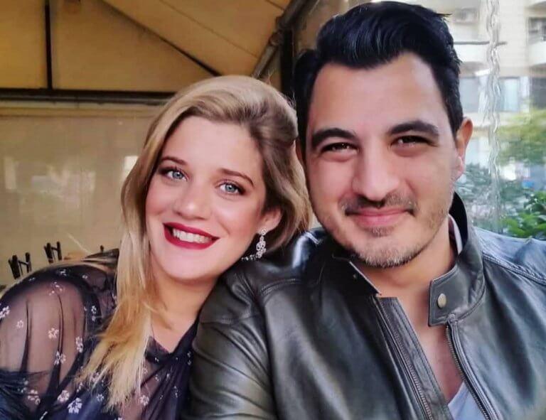 Τζένη Θεωνά: Στον 8ο μήνα της εγκυμοσύνης της ποζάρει με τον Δήμο Αναστασιάδη στο καμαρίνι του!