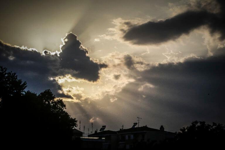 Καιρός: Καλύτερος από σήμερα! Πού παραμένουν οι… εξαιρέσεις | Newsit.gr