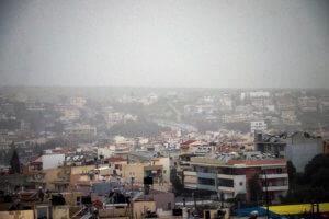 Καιρός: «Τσαγγαροδευτέρα» με ομίχλη, βροχή και σκόνη! Ξεκινά το κύμα κακοκαιρίας