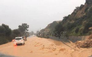 Καιρός: Τα Χανιά στο έλεος της κακοκαιρίας – Κλειστά σχολεία, δρόμοι ποτάμια και σαρωτικοί άνεμοι [pics, video]