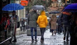 Καιρός σήμερα: Χειμωνιάτικο σκηνικό με βροχές, καταιγίδες, χιόνια και τσουχτερό κρύο