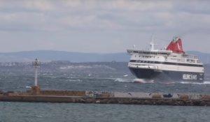 Χίος: Η μανούβρα του πλοίου στο λιμάνι – Η κίνηση του καπετάνιου που θα θυμούνται για καιρό [vid]