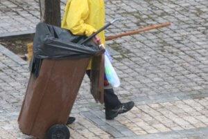 """""""Ήθελα να μεγαλώσω τα 13 παιδιά μου"""" λέει η καθαρίστρια που καταδικάστηκε για το απολυτήριο"""