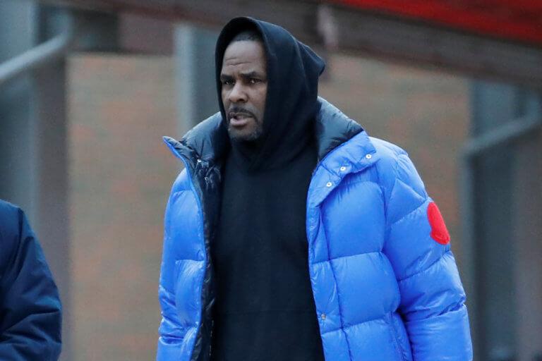 R. Kelly: Ελεύθερος με εγγύηση ο τραγουδιστής που κατηγορείται για σεξουαλική κακοποίηση ανήλικων