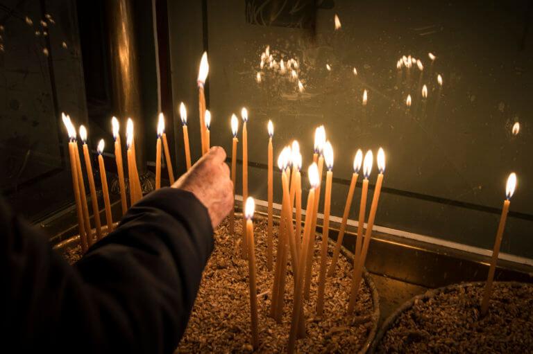 Βόλος: Ο ιερέας, η επίμονη γυναίκα και η λειτουργία που άφησε εποχή – Οι αναρτήσεις που άναψαν φωτιές! | Newsit.gr