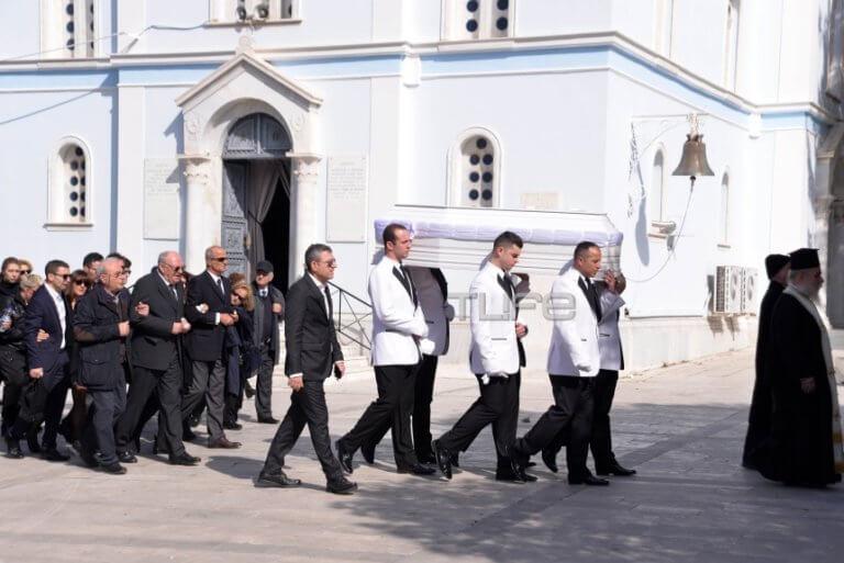 Νίκη Λειβαδάρη: Θλίψη στην κηδεία της νεαρής ηθοποιού – Φίλοι και συνάδελφοι στο τελευταίο αντίο | Newsit.gr