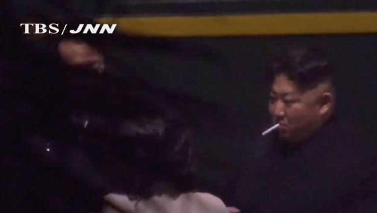 Θεριακλής ο Κιμ Γιονγκ Ουν – Σταμάτησε το τρένο (του) για να κάνει τσιγάρο – video