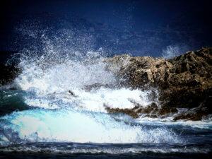 Χανιά: Οδηγός μηχανής έπεσε στη θάλασσα για να αποφύγει αστυνομικό έλεγχο – Απίθανες σκηνές στην Κίσσαμο!