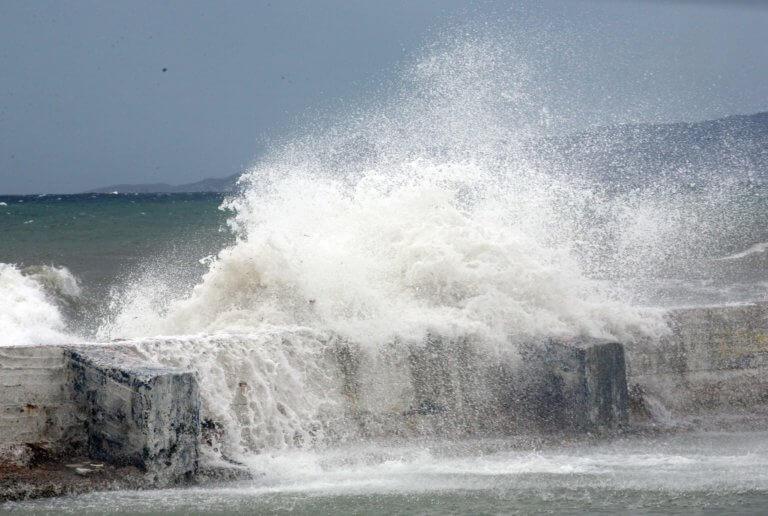 Ωκεανίς: Παραμένει το απαγορευτικό απόπλου από Πειραιά, Ραφήνα και Λαύριο | Newsit.gr