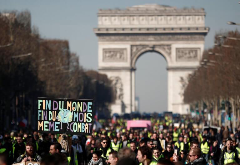 Κίτρινα Γιλέκα: Τρεις μήνες διαδηλώσεων στην Γαλλία – Νέες συγκεντρώσεις