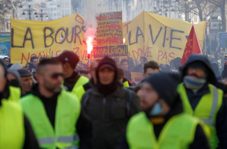 Κίτρινα Γιλέκα: Ψηφίστηκε νομοσχέδιο που θα μπορεί να… απαγορεύει τις διαδηλώσεις! | Newsit.gr